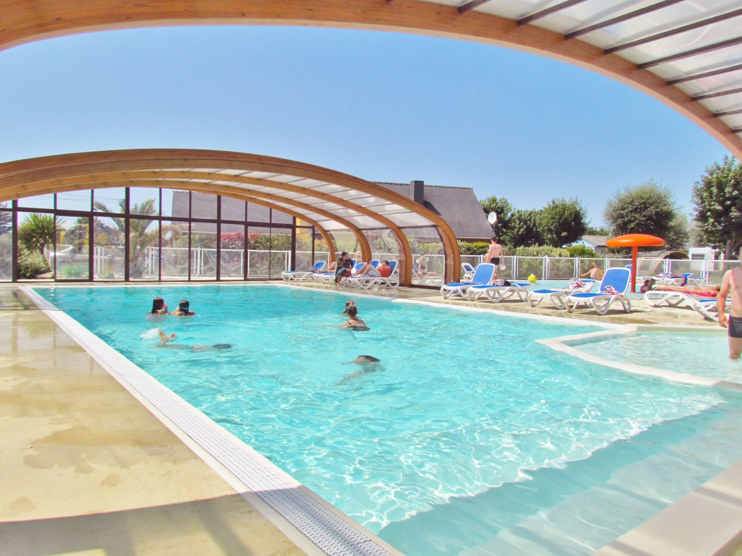 Camping piscine couverte herault camping la tranche sur for Camping erdeven avec piscine couverte